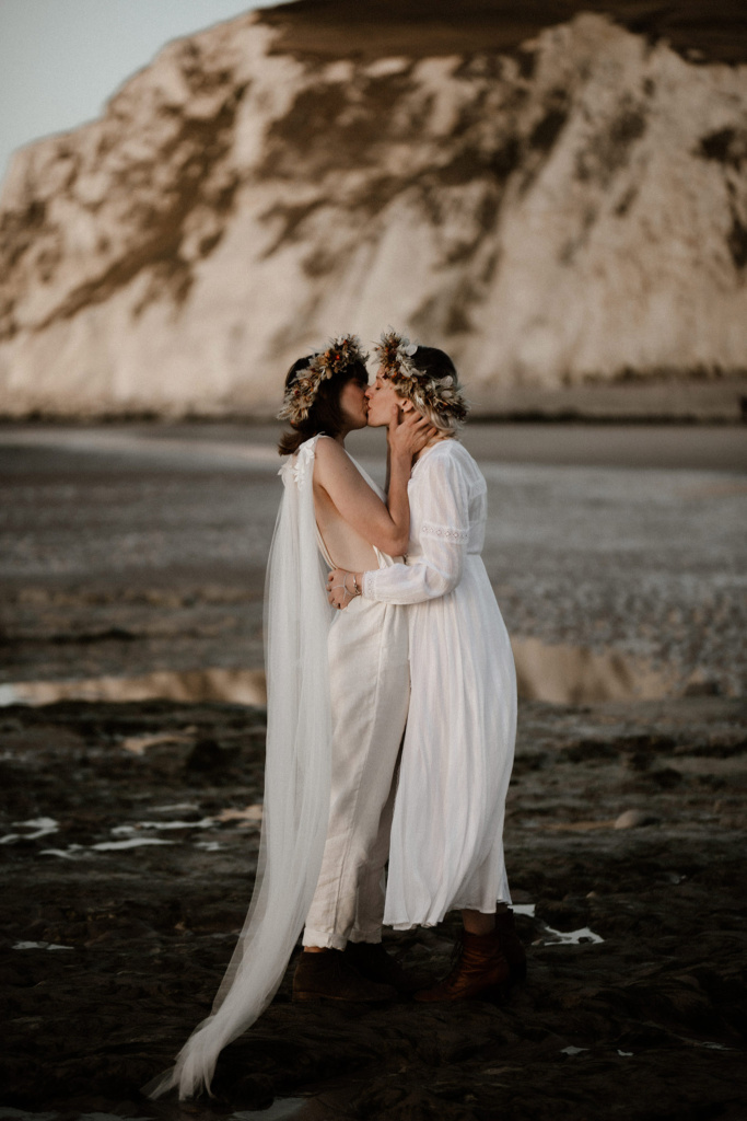 This lesbian couple chose to celebrate their love below the white cliffs of Calais